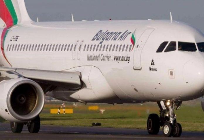 Авионот на Каракачанов за Брисел принудно слета во Виена