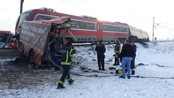 Расте бројот на загинати во тешката железничка несреќа во близина на Ниш (ВИДЕО)