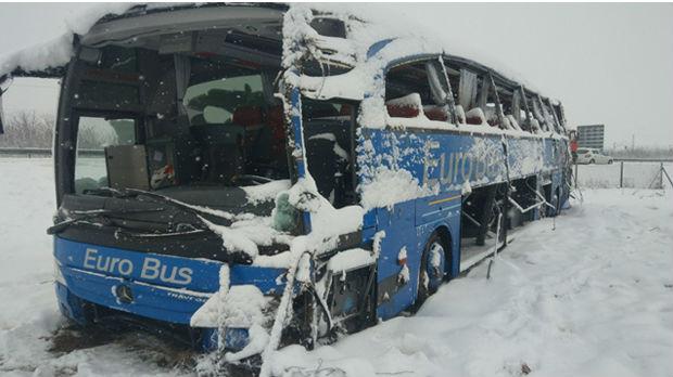 ФОТО: Ова е македонскиот автобус кој се преврте кај Лесковац