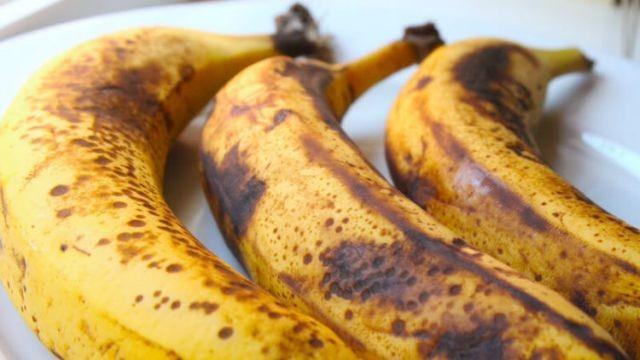 Ги фрлате бананите кога потемнуваат? Правите голема грешка!