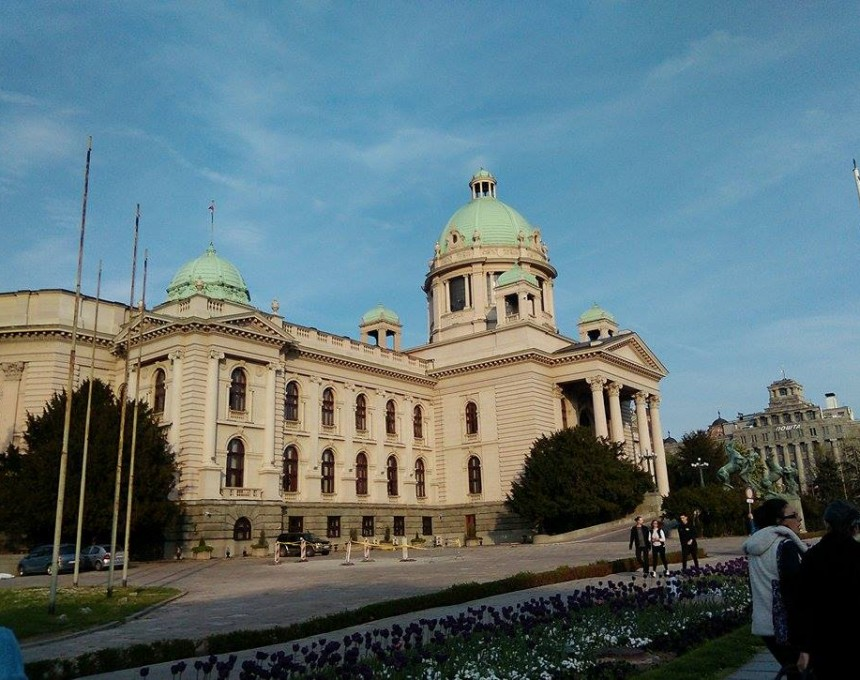 Власта во дилема за можни предвремени избори во Србија, опозицијата најавува бојкот