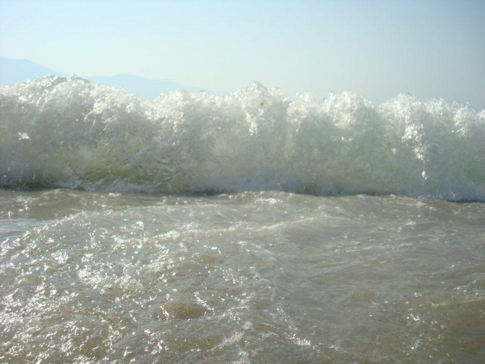 Индонезија: Да се избегнува крајбрежјето, можна појава на високи бранови