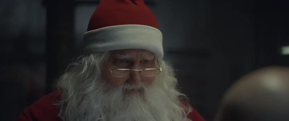 ВИДЕО: Дедо Мраз ја замени санката со Audi RS5 Sportback