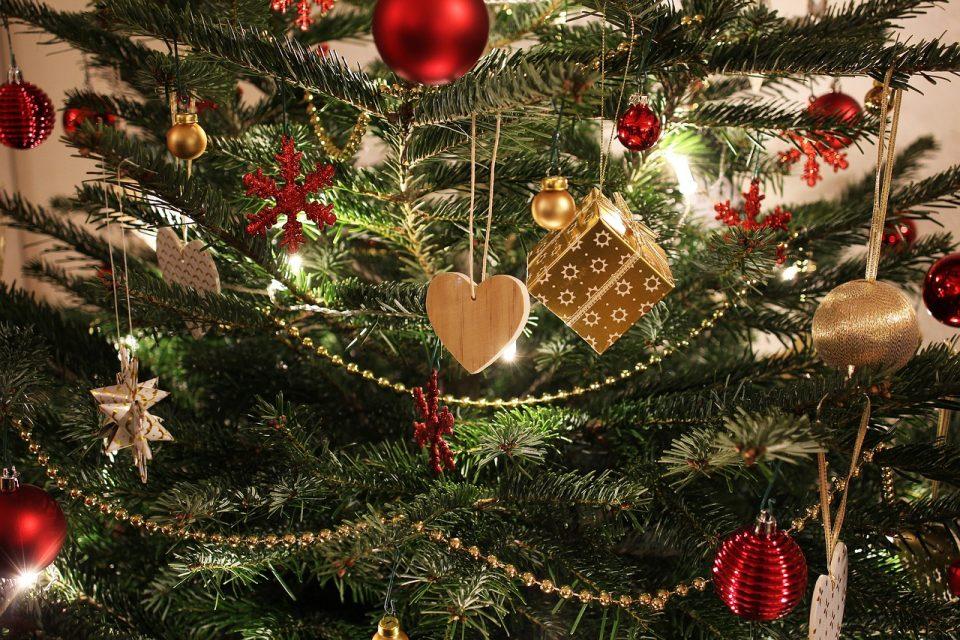 Што значат боите на лампионите на новогодишната елка