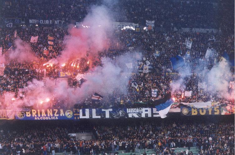 Четворица навивачи на Наполи прободени пред дербито со Интер