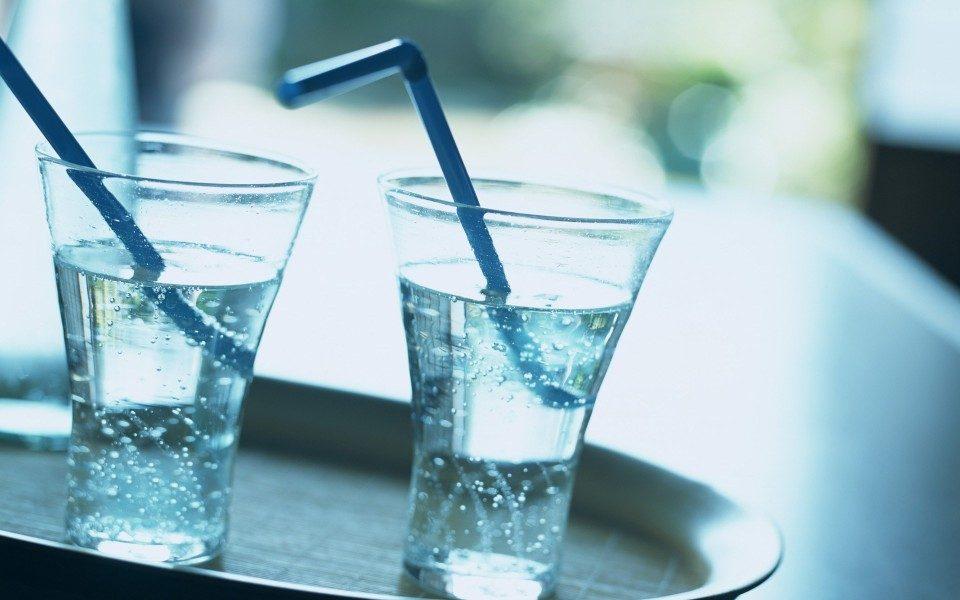 Пет неверојатни совети поради кои наутро ќе пиете чаша топла вода!