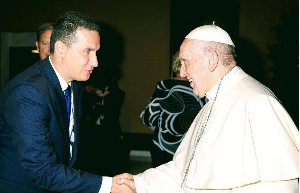Ѓорчев: Честитки за Божиќ, благодарност до папата Франциско што секогаш го користи уставното име на Република Македонија