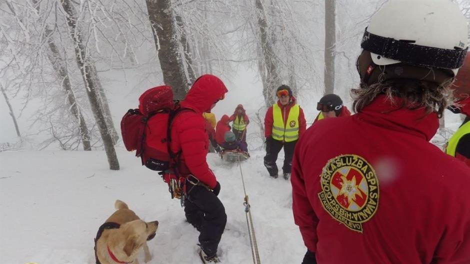 Спасувачка акција во Бихаќ– пронајдени 20 мигранти кои премрзнале на планина