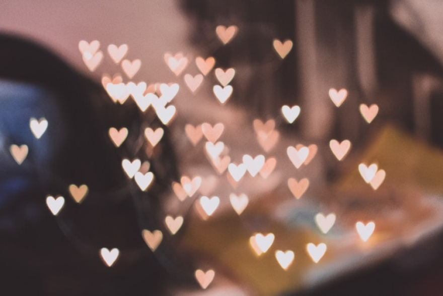 Хороскоп за 16 декември: Овните ги очекуваат нови љубовни познанства, Раковите размислуваат за прекин на врската