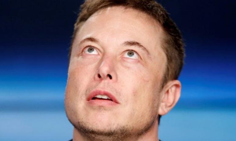 Илон Маск за еден час заработува 900.000 долари