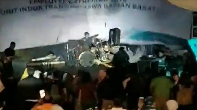 Брановите буквално го проголтаа најпознатиот музички бенд во Индонезија: По цунамито член на групата загина, другите се исчезнати (ВИДЕО)