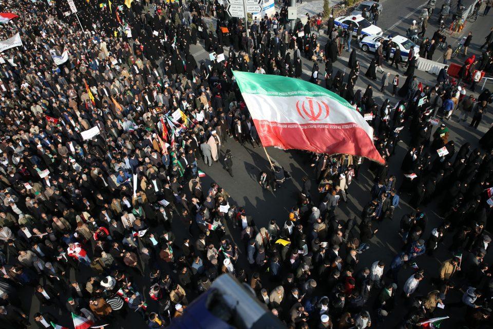 """Санкциите на САД """"го фрлија на колена"""" Иран"""