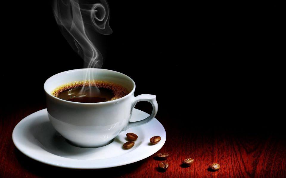 Tоплото кафе е најдобриот пијалак за летните жешки денови- еве зошто