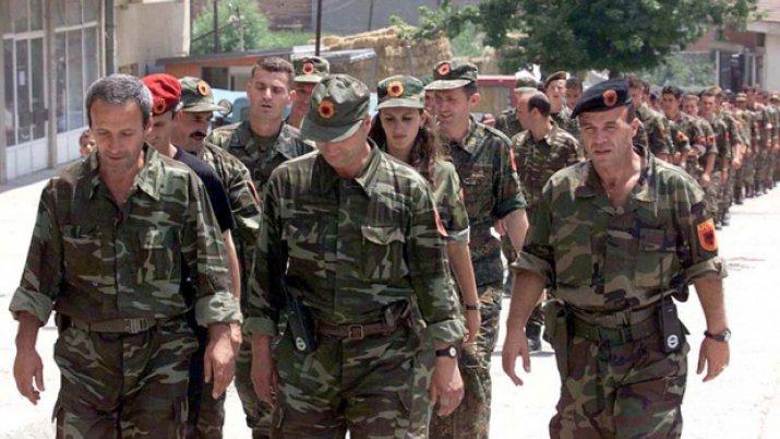 Приштина закитена со знамињата на земјите кои ја поддржуваат косовската војска