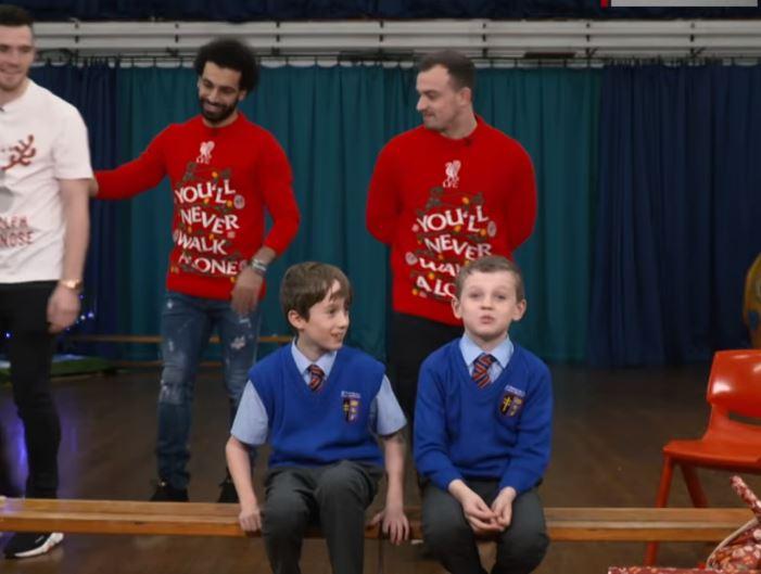 Детски реакции кои ќе ви го стоплат срцето пред Божиќ- тие само кажаа кој им е омилен фудбалер од Ливерпул, останатото мора да го погледнете