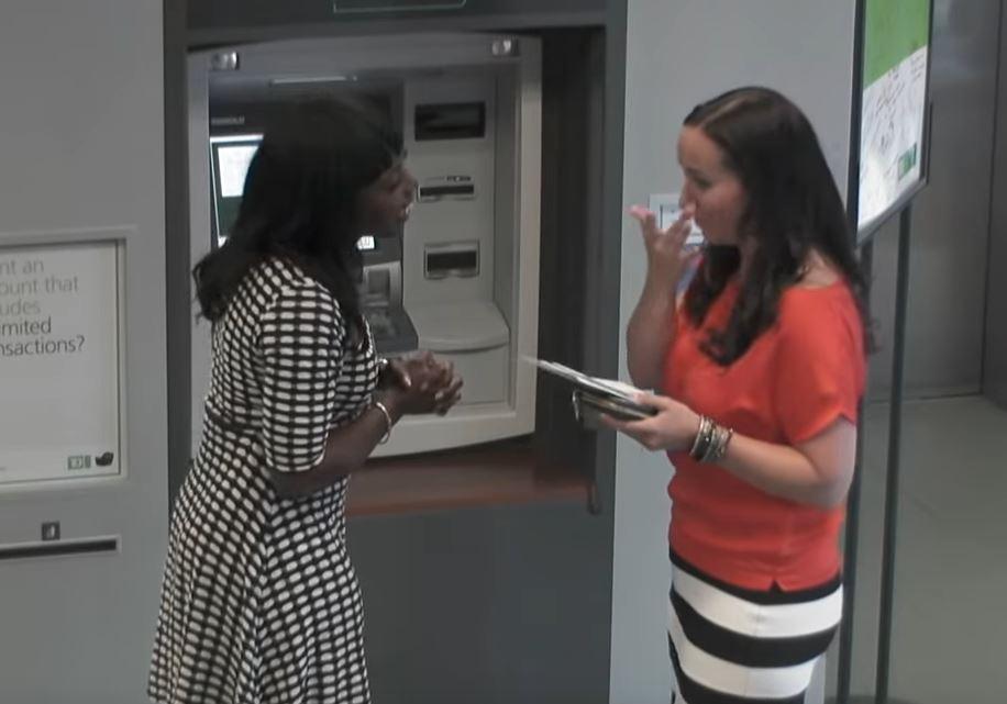 Мајка подигнувала пари од банкомат: Кога видела што пишува на екранот, не можела да ги задржи солзите (ВИДЕО)