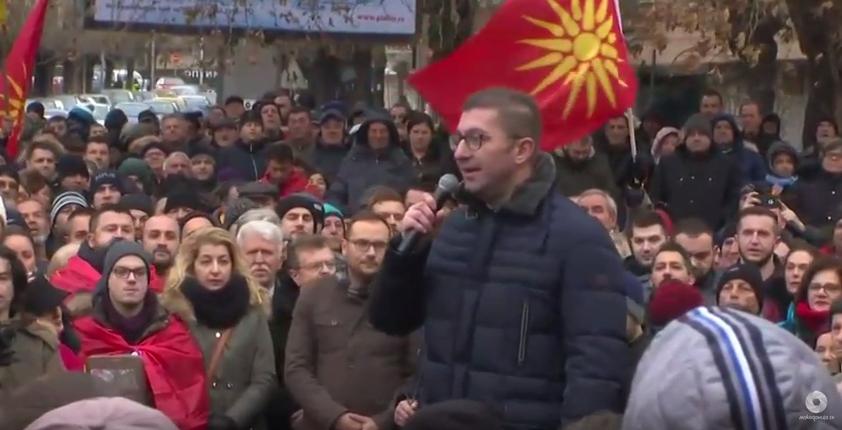 Мицкоски со порака од Велес: Македонија е вечна, а власта не е- народот ќе ви врати на следните претседателски избори (ВИДЕО)