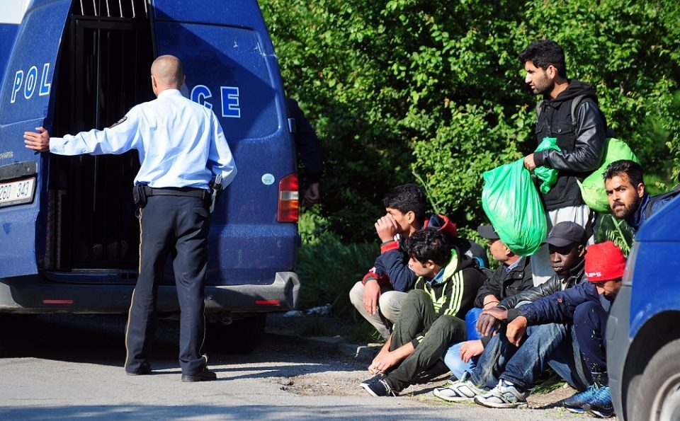 Во комбе на автопатот Велес – Скопје откриени 45 мигранти од Пакистан