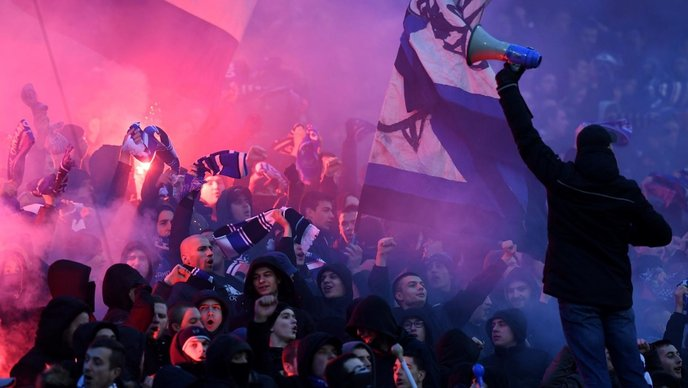 Хаос во Хрватска- Жестока тепачка, приведени 20 лица пред натпреварот меѓу Динамо и Хајдук на Максимир