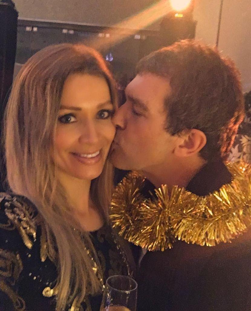 Бандерас и Никол ја накитија својата божиќна елка (ФОТО)