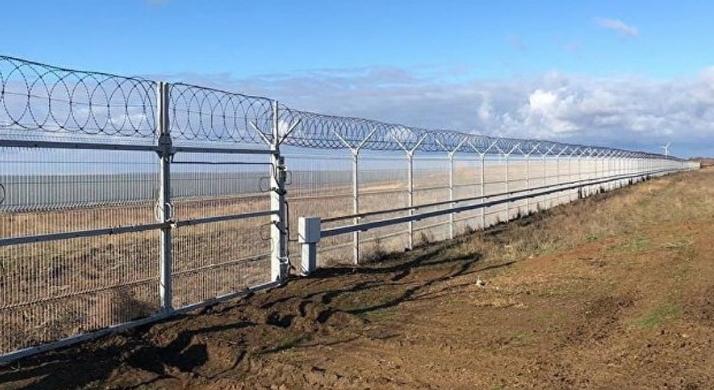 Завршена е оградата долга 60 километри меѓу Крим и Украина