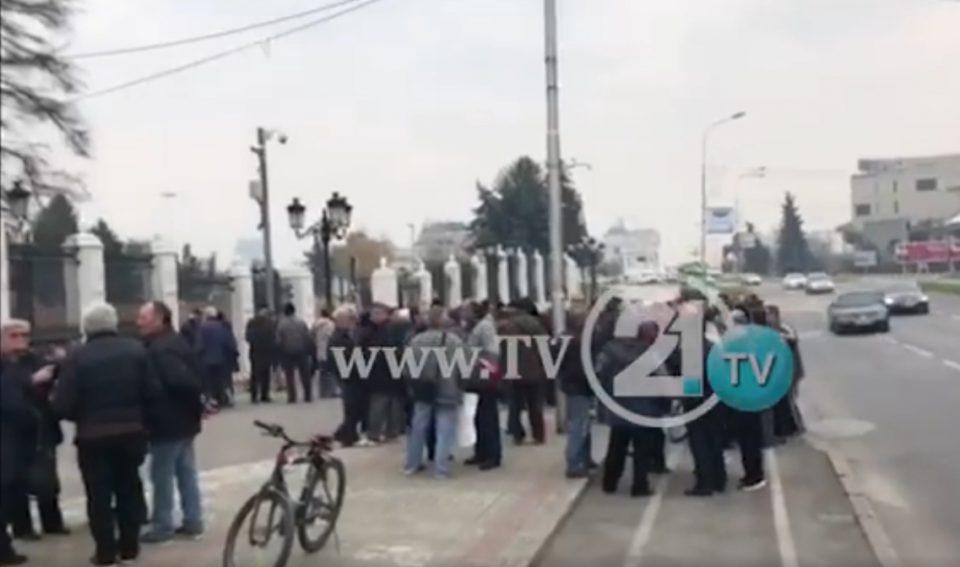 Вработените на Охис пред Влада:1200 вработени си ги бараат 24-те плати