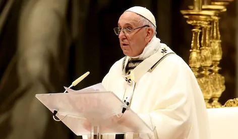 Сетете се на сиромашните и не бидете материјалисти, порача папата по повод Божиќ