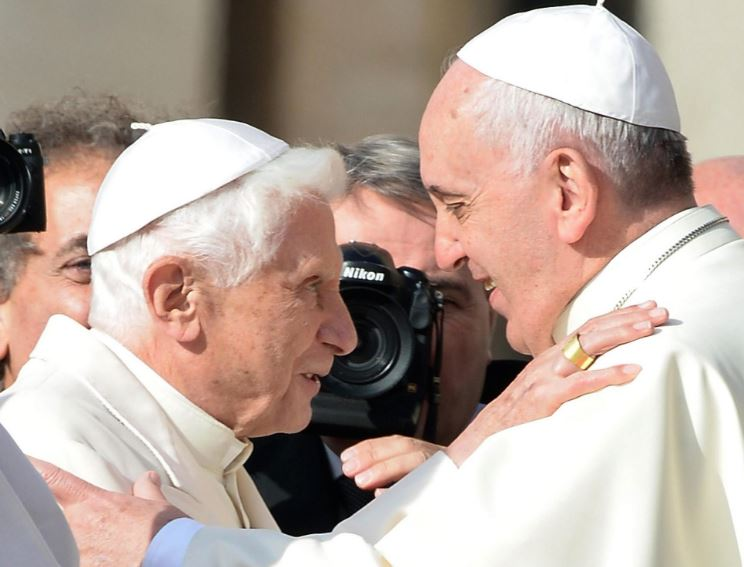 Папата Франциско во божиќна посета на претходникот Бенедикт