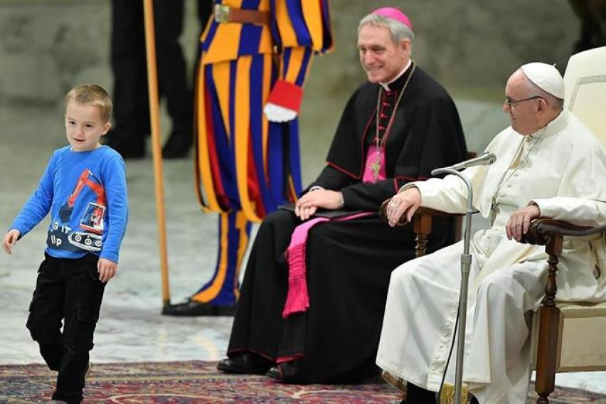 """Папата против магијата на Божиќ: """"Не дозволувајте да го претвориме овој празник во модерен настан"""""""