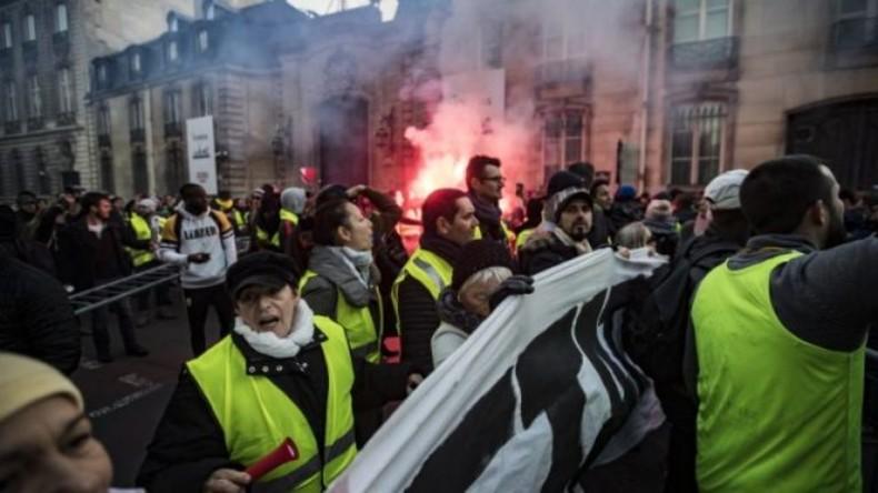 ВИДЕО: Париз речиси уништен