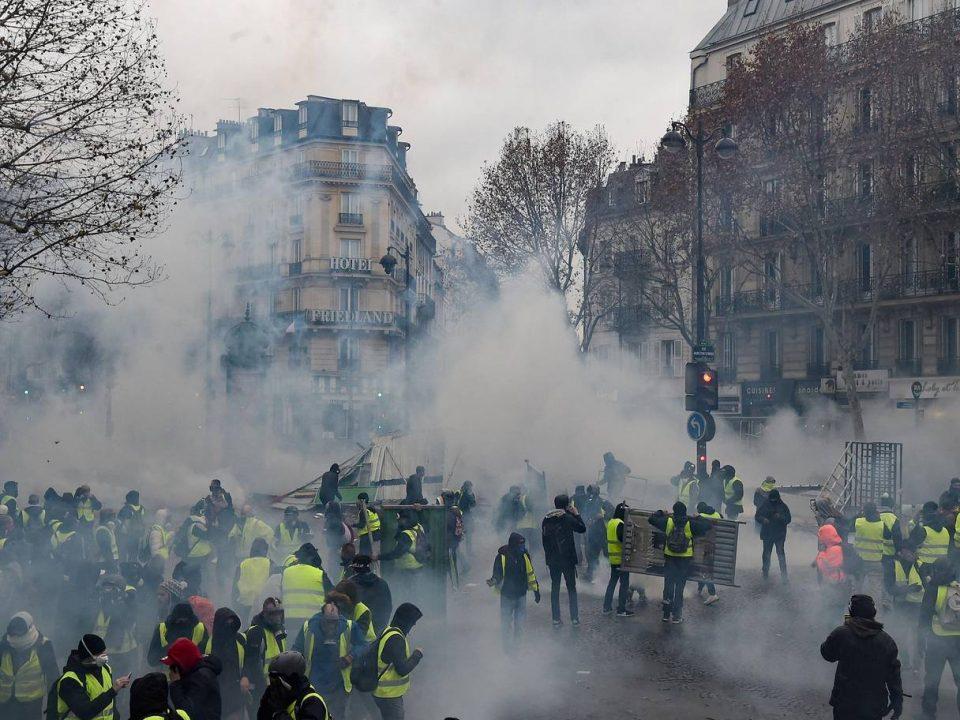 Во Париз приведени 224 лица, затворени 20 метро станици