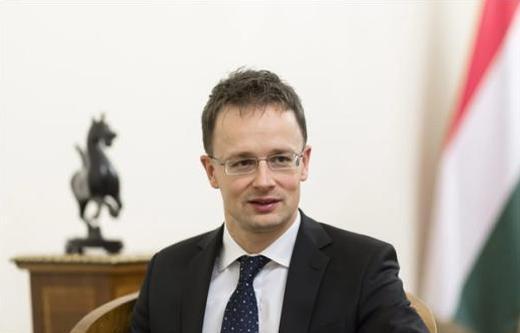 Сијарто: Хан да се грижи за проширувањето, а не за законските процеси во земјите членки