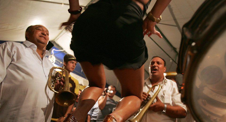 Драма во Неготино: Гостите сред ноќ останаа без забава, полицијата им ги уапси сите