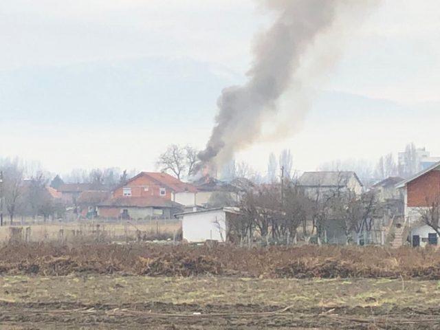 Изгоре куќа во Трубарево, на две семејства им е потребна помош