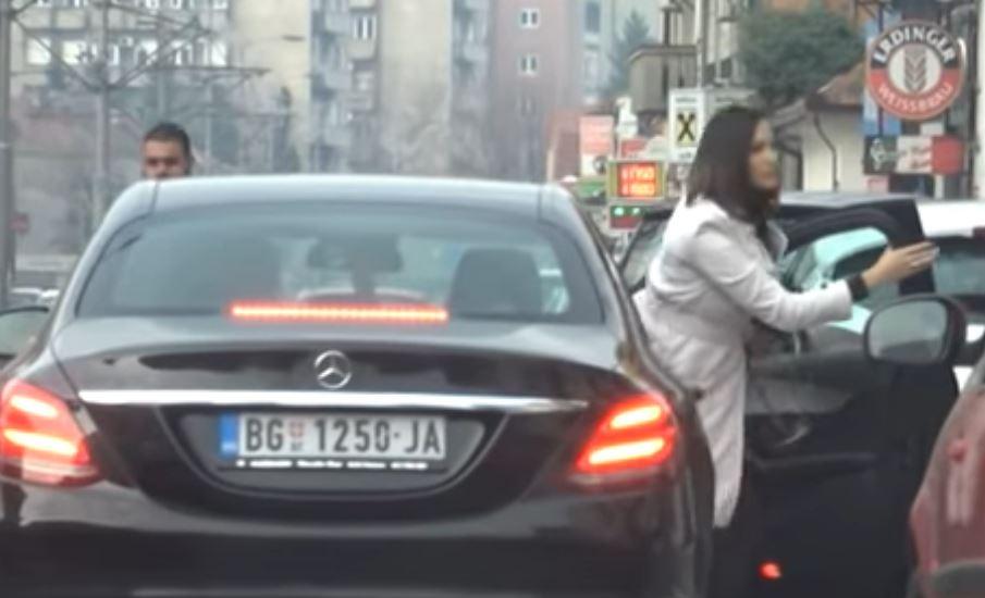 Трудничкото стомаче на виделина среде зимо: Александра Пријовиќ блеска во седмиот месец од бременоста (ВИДЕО)
