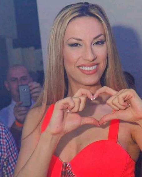 На Рада Манојловиќ ќе и испаднеа градите од градникот- по интервенцијата таа умешно се насмеа пред камерите (ВИДЕО)