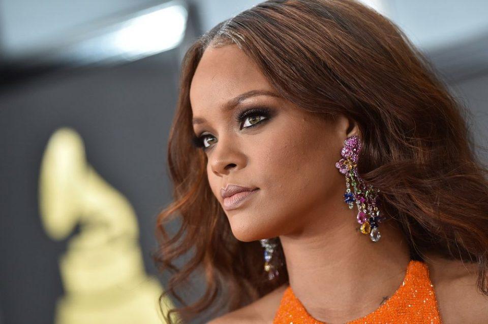 Шминкерот на Ријана откри дека пејачката има двојничка