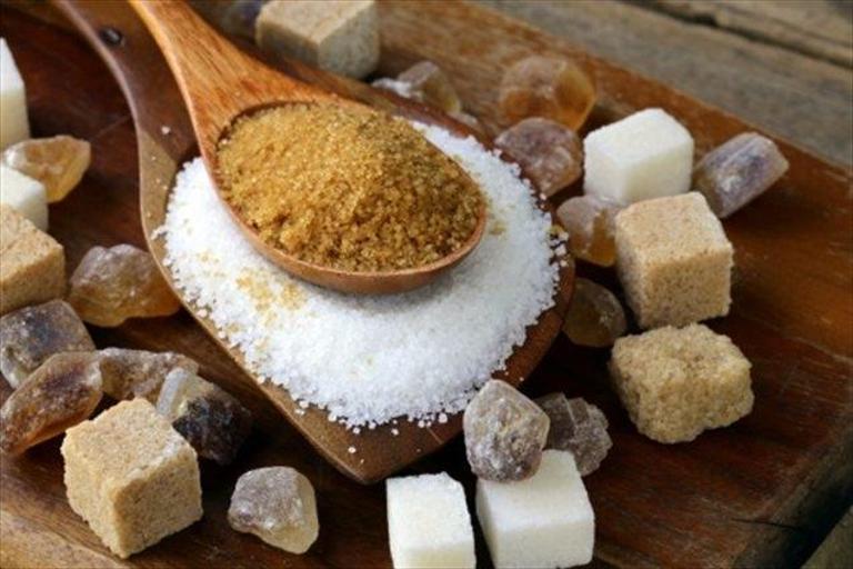 Дали кафеавиот шеќер е навистина поздрав од белиот?