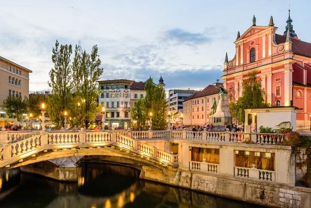 Од 2019 година во Словенија минимална плата 667 евра