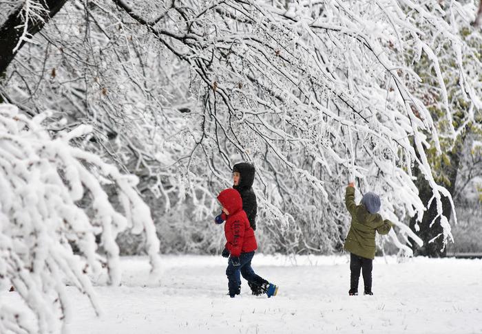 Децата најмногу ќе се радуваат: Денеска сончево со умерена облачност, од утре голема промена на времето