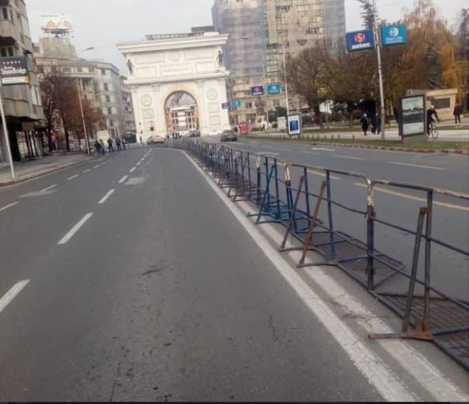 Полицијата го обиколи Собранието пред протестот, реагира Кризниот штаб