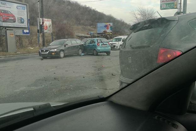 Две лица повредени во сообраќајката кај Момин Поток