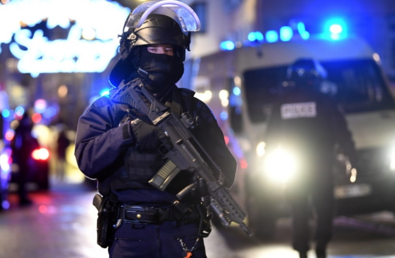 Стразбур: Напаѓачот опколен, четири лица убиени