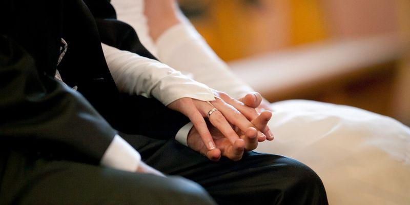 Среде епидемија правеле свадба, следуваат казни