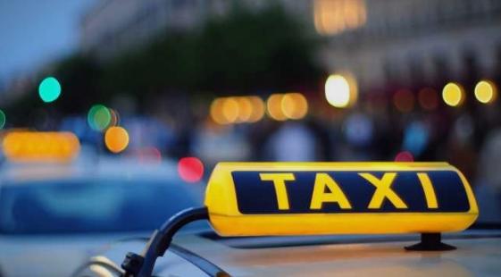 Таксисти се степале поради патник – едниот завршил убодна рана, а другиот со скршена глава