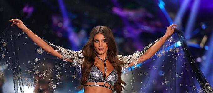 """ФОТО: Ангелот на """"Викторија Сикрет"""" покажа како изгледа без грам шминка"""