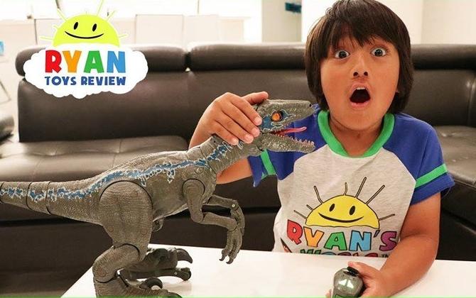 Има само 8 години, а заработил цело богатство: Погледнете што прави ова дете на Јутјуб (ВИДЕО)