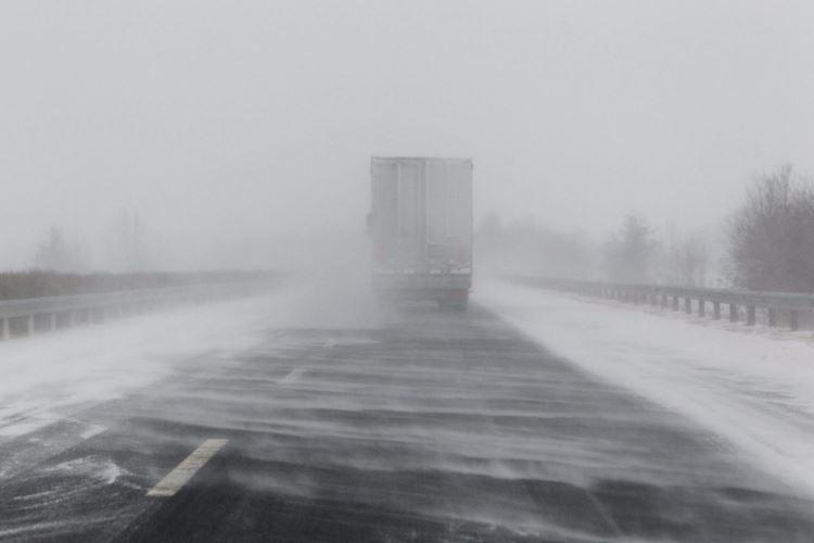 Најмалку тројца загинати во снежна бура во Турција