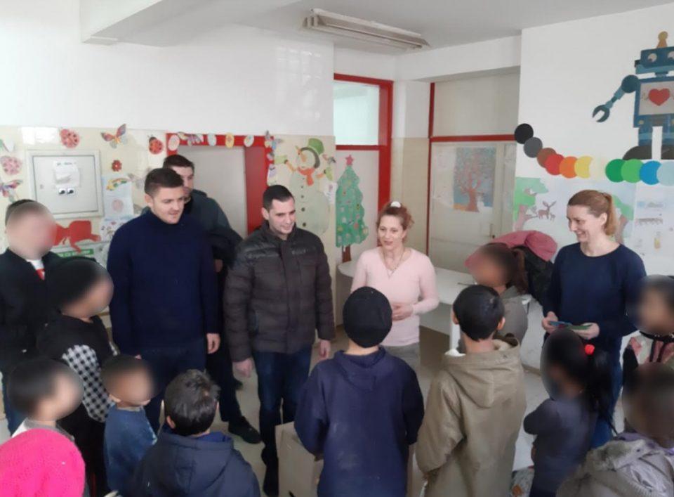 УМС на ВМРО-ДПМНЕ им подари пакетчиња на децата од Дневниот центар во Шутка