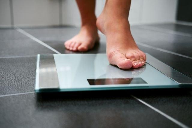 Ги исфрлил овие 5 намирници и ослабел 15 килограми за два месеци